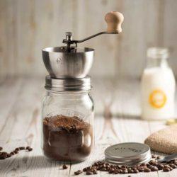 Kaffeemühle mit Drehkurbelmahlwerk